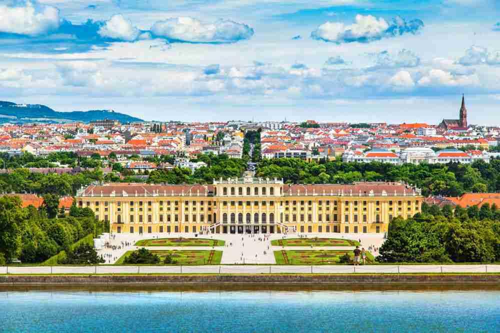 Gloriette im Schlosspark Schönbrunn in Vienna in Austria