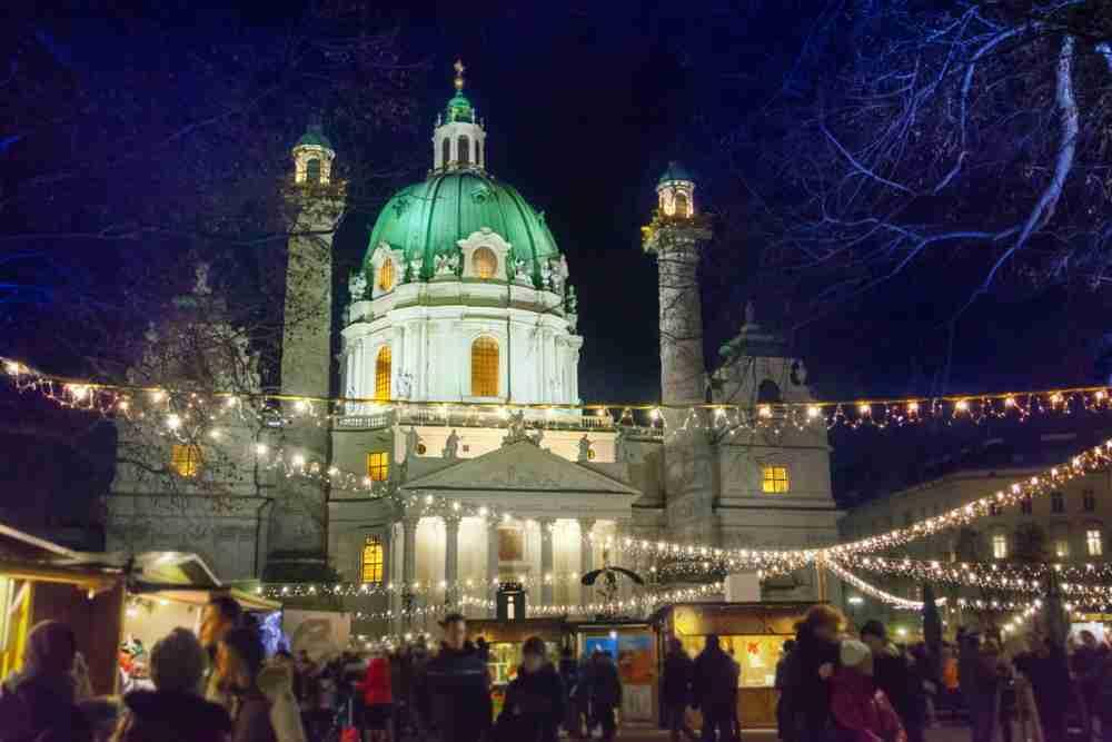 Weihnachtsmarkt Karlsplatz in Vienna in Austria
